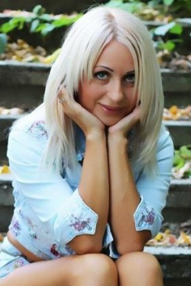 Ukrainian girl Tatyana,42 years old with green eyes and blonde hair.