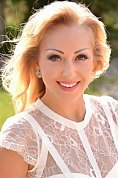 Ukrainian girl Yana,33 years old with brown eyes and blonde hair.