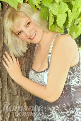 Ukrainian girl Irina,40 years old with green eyes and white grey hair.