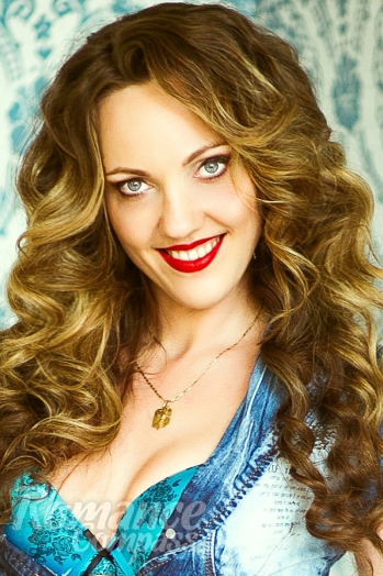 Ukrainian girl Anna,33 years old with blue eyes and light brown hair.