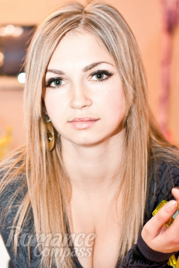 Ukrainian girl Snezhana,30 years old with green eyes and blonde hair.