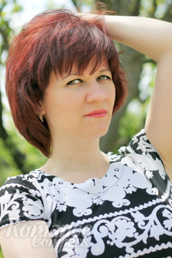 Ukrainian girl Nadezhda,37 years old with green eyes and red hair.